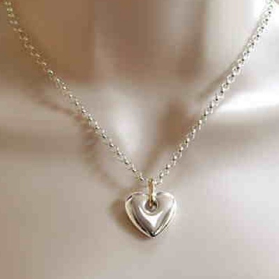 the_i_love_you_shop_celebratethefeeling_heavy_heart_pendant_on_model_close_up