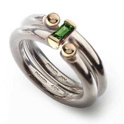 the_i_love_you_shop_celebratethefeeling_interlock_ring_green_tormaline_close_up